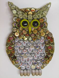 Metal Bottle Cap Owl Wall Art with Mixed Caps by EricsEasel Beer Cap Art, Beer Bottle Caps, Beer Caps, Bottle Top Art, Diy Bottle, Bottle Crafts, Beer Cap Crafts, Owl Wall Art, Bottle Cap Projects