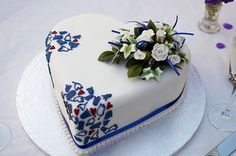 Very sweet little cake from Blueberry Hill Cakes. Would suit a small wedding or an anniversary party.