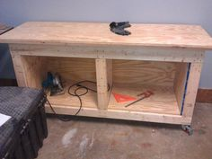 Roll around workbench/out feed table/tool cabinet/assembly table - Woodworking Tuesday Woodworking Guide, Easy Woodworking Projects, Custom Woodworking, Teds Woodworking, Wood Bench Plans, Wood Benches, Wood Pencil Holder, Assembly Table, Wood Tools