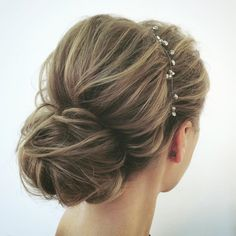 This chic wedding updo hairstyle perfect for any wedding venue - This stunning wedding hairstyle for long hair is perfect for wedding day,wedding hair