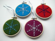 Embroidered felt snowflakes. Super easy idea for pretty Christmas ornaments!