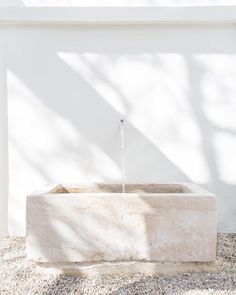 Serene, Whitewashed Minimalist Malibu Home Tour DOMINO:This Serene M. and other interior inspiration Exterior Design, Interior And Exterior, Interior Modern, Malibu Homes, Bad Inspiration, Interior Inspiration, New Wall, Cheap Home Decor, House Tours