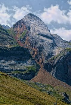 Huesca  España Mountain Pictures, Nature Adventure, Why Do People, Bergen, Cathedral, Spain, Castle, The Incredibles, France