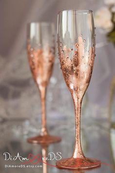 Bronze wedding bride and groom toasting flutes door DiAmoreDS Wedding Champagne Flutes, Wedding Glasses, Champagne Glasses, Wine Glass Favors, Wine Glass Crafts, Cabin Wedding, Wedding Bride, Bronze Wedding, Gold Wedding