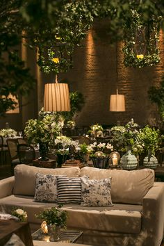 Wedding decoration with lots of green and foliage – Constance Zahn – The Best Ideas Deco Restaurant, Outdoor Restaurant, Garden Wedding Decorations, Table Decorations, Salas Lounge, Party Deco, Deco Floral, Restaurant Interior Design, Outdoor Living