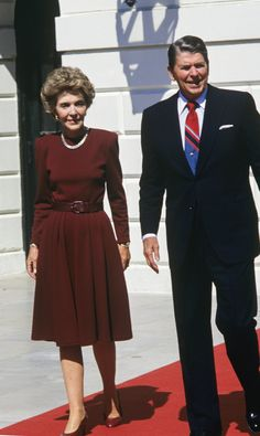 The American President Ronald Reagan and his wife Nancy await the arrival to the White House of Spanish Kings Juan Carlos of Borbon and Sofia of Greece, September Washington, United States.(Photo by Gianni Ferrari/Cover/Getty Images). 40th President, President Ronald Reagan, Greatest Presidents, American Presidents, American History, First Ladies, Nancy Reagan, Barbara Bush, The Wedding Singer