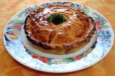 La tourte lorraine est une tourte à la viande marinée dans du vin blanc, un plat typiquement Lorrain. C'est une sorte de variante du pâté lorrain. Si la pr