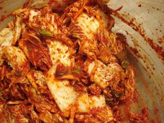 Wonderful Easy Kimchi by Maangchi a step by step tutorial with images. Great for the beginner who wants to make kimchi authentically Korean Dishes, Korean Food, Vietnamese Food, Col China, Asian Recipes, Healthy Recipes, Healthy Food, Korean Kimchi, Good Food