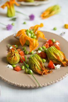 Gefüllte Zucchiniblüten (Fleurs de courgettes farcies) aperitif hauptspeisen kinder rezepte salat snacks-und-kleine-gerichte vegetarisch vorspeisen Französisch Kochen by Aurélie Bastian