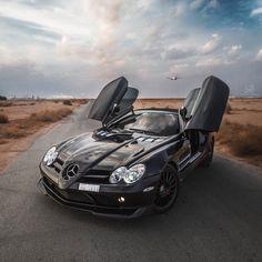 Mercedes Benz SLR Mclaren Roadster 722 Limited Edition Worldwide 150 cars. 650 bhp 880Nm.