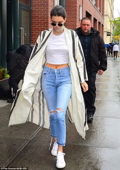 Kendall Jenner flashed her toned tummy as she runs errands in NYC | Daily Mail Online