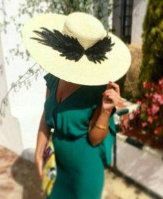 @especarcas Races Fashion, Fashion Night, Fashion Images, Fashion Art, Jumpsuit For Wedding Guest, Wedding Guest Style, Cocktail Outfit, Fascinator Hats, Fascinators