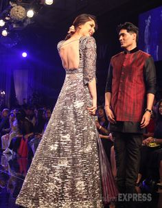 Kareena Kapoor on the ramp with Manish Malhotra at the Lakme Fashion Week Winter/Festive 2014 finale. #Bollywood #Fashion #Style #Beauty