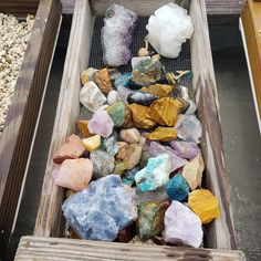 This Spot In Florida Lets You Mine For Your Own Rare Crystal Gemstones - Narcity Florida Vacation, Florida Travel, Florida Beaches, Travel Usa, Places To Travel, Places To Go, Gem Hunt, Fossil Hunting, Florida Adventures