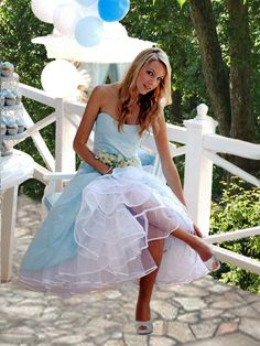 Petticoat Pond--Petticoat and Crinoline Enthusiasts Forum Frilly Dresses, Pretty Dresses, Strapless Dress Formal, Floral Dresses, Pretty Outfits, Short Dresses, Dreamboats And Petticoats, Dress Sites, Pin Up