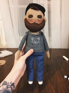 If you can not download the document, write to me. Ill help you. PDF Pattern in English Textile doll tutorial. 2 PDF Digital Patterns (Body and clothes). Sewing Patterns. Tutorial to create a textile doll with felt beard. Instant download after payment. The tutorial contains the pattern,