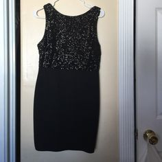 Sequin top black dress Gorgeous black dress with sequin top. It has exposed zipper detail on the back. Only worn once Forever 21 Dresses Mini