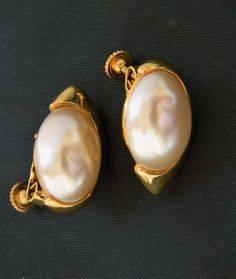 Vintage Napier Earrings Oval Faux Pearl Clip On Screw Back Mod Retro Gold Tone…