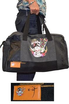 Ed Hardy Duffle Bag Death or Glory is a handy and distinctively designed holdall. This large carry-all bag is decorated with some of Ed Hardy's exquisite artwork. Comes with one main compartment with zip fastening, removable hard bottom, 2 carry handles and one removable shoulder strap.