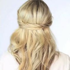 Perfect for busy mornings and hot afternoons!Perfectly done hair tutorial  By: @twistmepretty