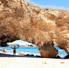 #IslasMarietas un lugar para todos!! a disfrutar de esta pequeña isla con su playa privada, algo increible! www.graylinevallarta.com #pv #vacarions #jalisco #jaliscoesmexico #elpuertomasmexicano #eivieranayarit #nayarit #oceanpacific #lifeisgood #paradise Water, Outdoor, Small Island, Islands, Beach, Gripe Water, Outdoors, Outdoor Games, The Great Outdoors