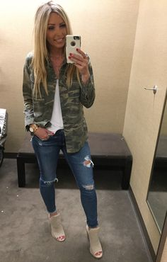 30 Traditional Casual Style Ideas That Will Make You Look Fantastic fashion Flawless Street Style Outfits Outfit Jeans, Jean Jacket Outfits, Camo Shirt Outfit, Camoflauge Jacket Outfit, Distressed Jeans Outfit, Outfits With Camo Pants, Blue Jean Outfits, Camo Dress, Camouflage Jacket