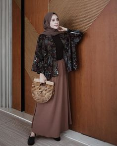 ZAFUL offers a wide selection of trendy fashion style women's clothing. Modern Hijab Fashion, Street Hijab Fashion, Batik Fashion, Hijab Fashion Inspiration, Islamic Fashion, Muslim Fashion, Modest Fashion, Skirt Fashion, Trendy Fashion