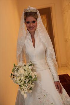 """vestido de casamento de Lalá Rudge: Nota de Sandro Barros: """".....Sabem por que? Porque a moda passa e os valores que importam são os que habitam nosso coração independente da opinião alheia…e porque família é pra sempre."""""""