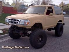 Bronco 2, Ford Bronco Ii, Ford 4x4, Old Trucks, Lifted Trucks, Ford Explorer, Ford Ranger, Dream Garage, Custom Cars