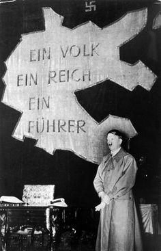 Adolf Hitler in Gürzenich, um 1938