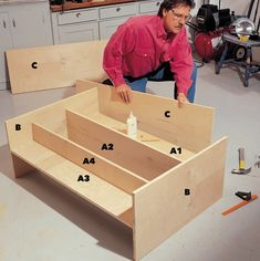 How to Build a Compact Folding Workbench with Storage Fit a huge work area into a small space with this folding workbench. Workbench With Storage, Workbench Organization, Building A Workbench, Workbench Top, Garage Organisation, Folding Workbench, Workbench Plans, Woodworking Workbench, Tool Storage