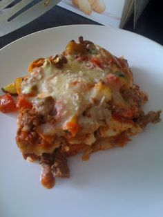 Slimming World recipes: Beef & roasted vegetable lasagne small tins or one large like we could buy back in Canada) Slimming World Dinners, Slimming World Diet, Slimming Eats, Slimming Recipes, Healthy Eating Recipes, Cooking Recipes, Healthy Meals, Healthy Food, Yummy Food
