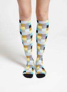 Shakki-polvisukat (musta, harmaa, keltainen)  Asusteet, Sukat ja sukkahousut, Laukut & asusteet   Marimekko