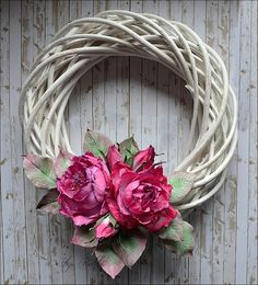Small and large creative journeys with Olga Bielska: Dzikie róże - DT FHB Willow Wreath, Grapevine Wreath, Flower Arrangements Simple, Flower Vases, Wreath Crafts, Diy Wreath, Easter Wreaths, Christmas Wreaths, Deco Floral