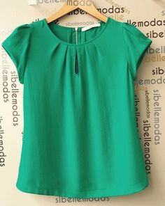 BLUSA HELOISA  CREPE MODELO GOTA VERDE Sewing Blouses, Scarf Dress, Crop Top Outfits, Blouse Patterns, Blouse Styles, Casual Looks, New Dress, Chiffon Tops, Tunic Tops