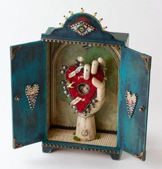 Corazon Altar ~ love the use of the wooden hand . Shadow Box Kunst, Shadow Box Art, Tin Art, Art Brut, Paperclay, Assemblage Art, Mexican Folk Art, Religious Art, Art Plastique
