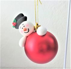 Figuras de Bii Craft and art Polymer Clay Ornaments, Polymer Clay Projects, Diy Christmas Ornaments, Christmas Projects, Clay Crafts, Christmas Decorations, Hanger Christmas Tree, Polymer Clay Christmas, Clay Design
