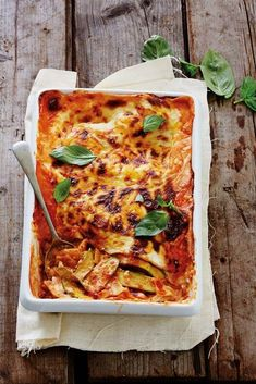 Courgette lasagne - It's quick, it's easy and most of the ingredients are already in your store cupboard. I Love Food, Good Food, Fresh Eats, Ragu Bolognese, Cooking Recipes, Healthy Recipes, Salmon Recipes, Pasta Dishes, Family Meals