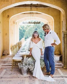 """Beautiful destination wedding at """"The French House"""" Deux Belettes in Australia with bride in a off shoulder wedding gown (wedding photography: Janneke Storm)"""