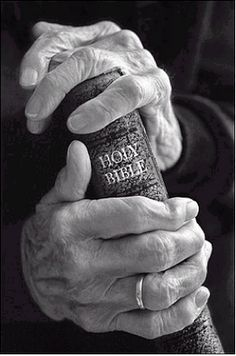 The Bible 555983516492434964 - Holding On To The Word, The Cracker Lady's House: Wordless Wednesday-Holding On To The Word Source by carolinecharrou Bible Photos, Bible Pictures, Hand Photography, Inspiring Photography, Jesus Christus, Hand Reference, Old Hands, Pencil Portrait, Amazing Grace