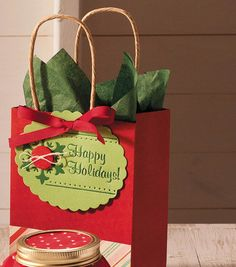 Cute idea for a holiday gift bag with tag! #simplycreativechristmas