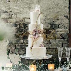 Kintsugi Crystal Geode Wedding Cake by Liz Marek - http://cakesdecor.com/cakes/283240-kintsugi-crystal-geode-wedding-cake