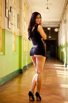 Sexy Girls in Tight Dresses & Skirts: Photo Tight Dresses, Sexy Dresses, Dress Outfits, Girl Outfits, Short Dresses, Short Skirts, Hot Girls, Pernas Sexy, Dress Skirt