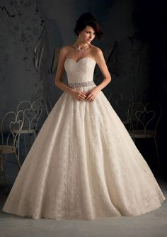 What a gorgeous lace ballgown for your wedding! Simply breathtaking.