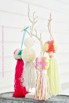 have you been trying to find amazing yarn crafts ideas? Or some pretty yarn projects to make in the summer? Check out this tutorial that teaches you how to make beautiful pom pom tassel yarn crafts to decorate your home! Make a glorious garland from these Pom poms & lots of yummy yarn. No knitting needles required! It's one of the easiest crafts ever & a perfect crafts for kids idea #crafts #yarncrafts #pompoms #craftstutorial #crafttutorial #easycraftprojects #hhmuk