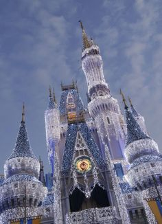On my next Disney trip, I will go to WDW at Christmas time! (I hope!)    Magical Blogorail Yellow