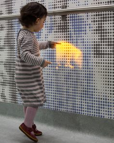 interactive installation at children's hospital by jason bruges studio is part of children Hospital Concept - the wall installation which consists of LEDs was developed in an effort to distract children on their way to the operating theatre Installation Interactive, Interactive Architecture, Interactive Walls, Interactive Display, Wall Installation, Dynamic Architecture, Interactive Projection, Interactive Presentation, Architecture Design