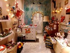 great use of small space for a boutique Country Boutique, Children's Boutique, Boutique Interior, Vintage Boutique, Boutique Design, Boutique Ideas, Booth, Beauty Lounge, Craft Show Ideas