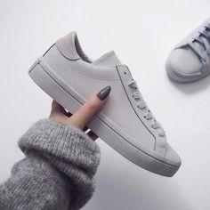 Imagem de shoes, grey, and adidas