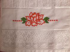 Toalha de Lavabo com bordado em ponto cruz  Pode ser vendida com ou sem crochê.